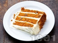 Морковена торта с крема сирене и сметана